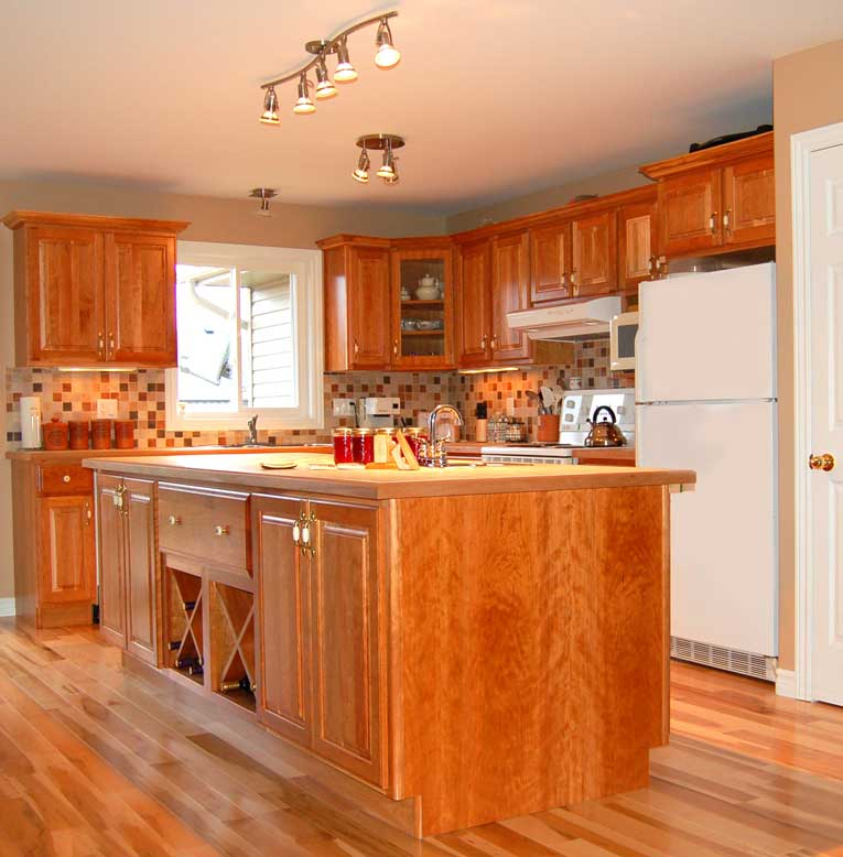 Country kitchens for Country kitchen cabinets